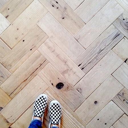 Podłoga drewniana, olej czy lakier?